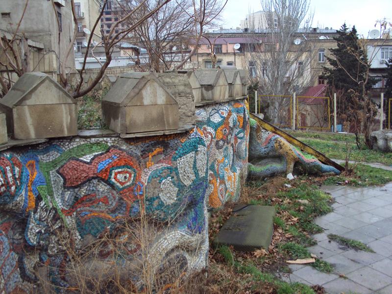 Баку - мертвая детская площадка. © Tim Tal