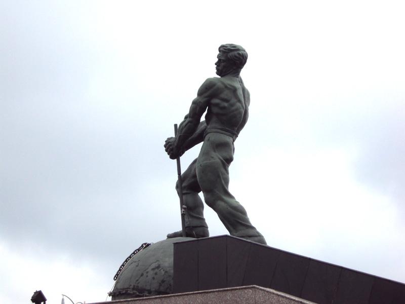 «Советский монстр» в пригороде Баку