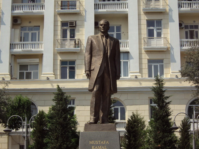 ataturk-pamatnik-baku-05