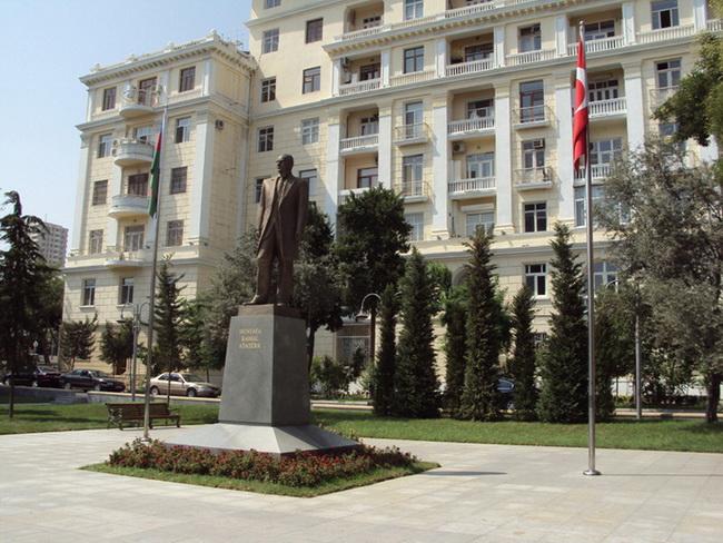 ataturk-pamatnik-baku-06