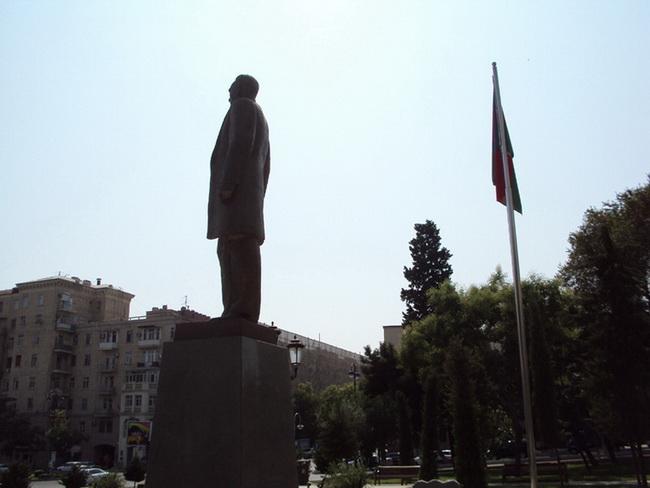 ataturk-pamatnik-baku-11