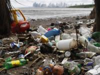 Как пластиковые отходы превращают в топливо (ВИДЕО)