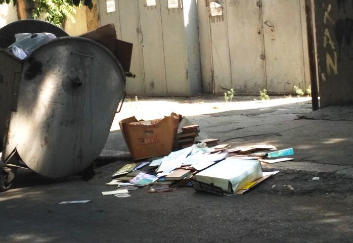 knigi-pomoyka-books-trash