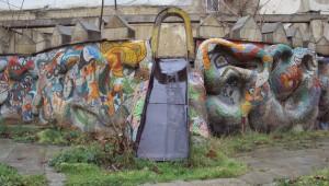 """""""Мертвая"""" детская площадка в центре Баку"""